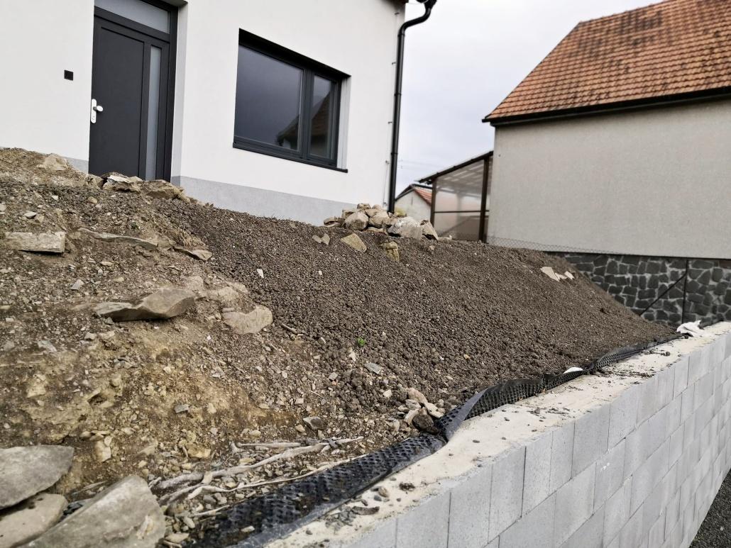 terénní úpravy před domem